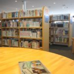 図書館の児童書コーナーは大人も楽しくなるかも