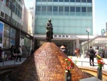 近鉄奈良駅前・行基さん噴水