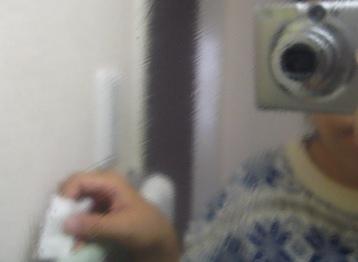 コットンで鏡を拭いた