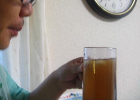 夫は梅黒酢でチューハイを作った