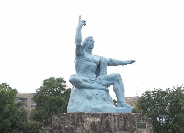 長崎の平和の像
