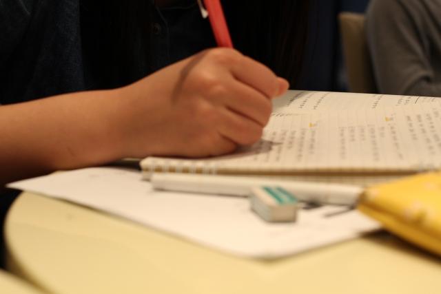 定期テスト勉強を頑張るイメージ