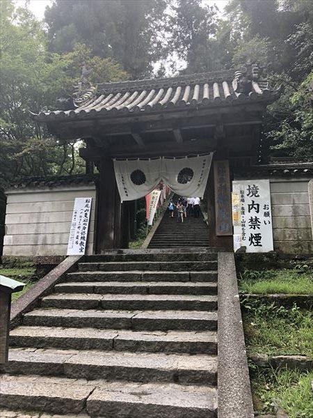 大本山松尾寺入り口